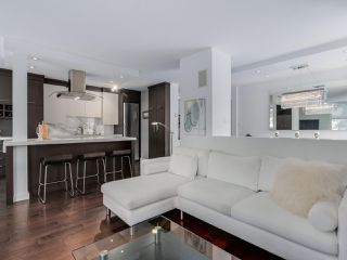 """Photo 3: 202 1725 PENDRELL Street in Vancouver: West End VW Condo for sale in """"Stratford Place"""" (Vancouver West)  : MLS®# R2071690"""