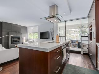"""Photo 5: 202 1725 PENDRELL Street in Vancouver: West End VW Condo for sale in """"Stratford Place"""" (Vancouver West)  : MLS®# R2071690"""