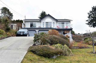 Main Photo: 4950 GEER Road in Sechelt: Sechelt District House for sale (Sunshine Coast)  : MLS®# R2145270