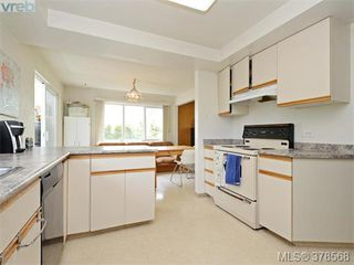 Photo 9: 1594 Mortimer Street in VICTORIA: SE Mt Tolmie Single Family Detached for sale (Saanich East)  : MLS®# 378568