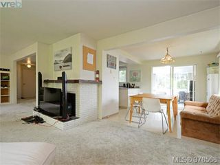 Photo 3: 1594 Mortimer Street in VICTORIA: SE Mt Tolmie Single Family Detached for sale (Saanich East)  : MLS®# 378568