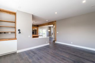 "Photo 14: 1219 WILSON Crescent in Squamish: Dentville House for sale in ""DOWNTOWN/DENTVILLE"" : MLS®# R2180422"