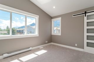 "Photo 19: 1219 WILSON Crescent in Squamish: Dentville House for sale in ""DOWNTOWN/DENTVILLE"" : MLS®# R2180422"