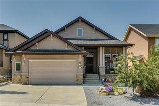 Main Photo: 68 CRESTRIDGE Way SW in Calgary: Crestmont House for sale : MLS®# C4128621