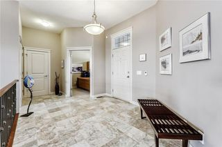 Photo 5: 68 CRESTRIDGE Way SW in Calgary: Crestmont House for sale : MLS®# C4128621
