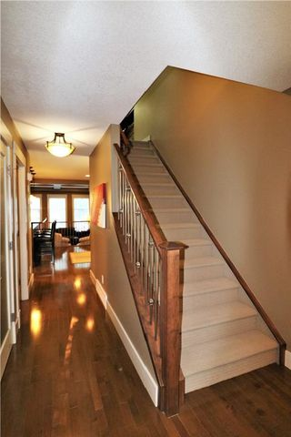 Photo 8: 2504 17A Street NW in Calgary: Capitol Hill House for sale : MLS®# C4130997