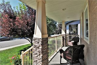 Photo 2: 2504 17A Street NW in Calgary: Capitol Hill House for sale : MLS®# C4130997