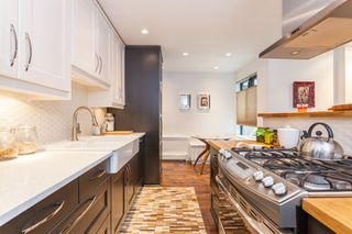 "Photo 2: 212 1435 NELSON Street in Vancouver: West End VW Condo for sale in ""Westport"" (Vancouver West)  : MLS®# R2195195"