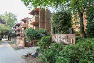 "Photo 1: 212 1435 NELSON Street in Vancouver: West End VW Condo for sale in ""Westport"" (Vancouver West)  : MLS®# R2195195"