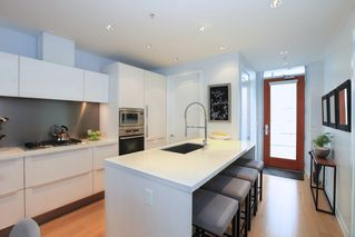 Photo 5: 510 77 WALTER HARDWICK AVENUE in Vancouver: False Creek Condo for sale (Vancouver West)  : MLS®# R2251871