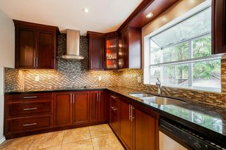 Photo 5: 3216 SYLVIA Place in Coquitlam: Westwood Plateau House for sale : MLS®# R2336455