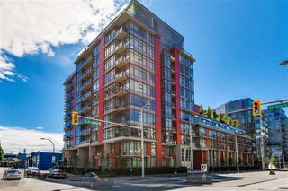 "Main Photo: 509 38 W 1ST Avenue in Vancouver: False Creek Condo for sale in ""THE ONE"" (Vancouver West)  : MLS®# R2338858"