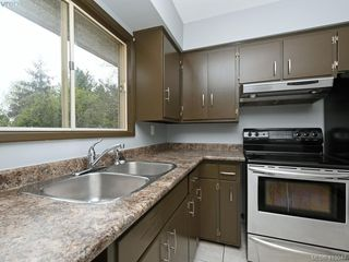 Photo 3: 4094 Atlas Place in VICTORIA: SW Glanford Single Family Detached for sale (Saanich West)  : MLS®# 413047