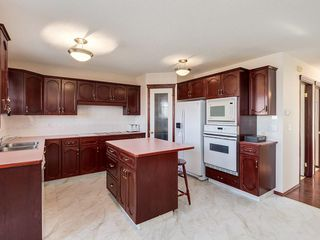 Photo 8: 359 RIVERVIEW Place SE in Calgary: Riverbend Detached for sale : MLS®# C4295194