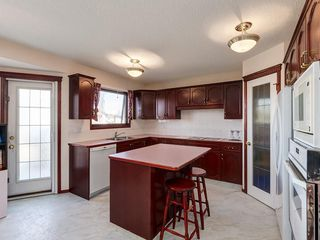Photo 7: 359 RIVERVIEW Place SE in Calgary: Riverbend Detached for sale : MLS®# C4295194