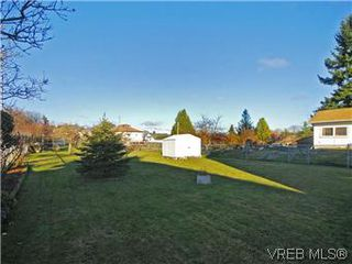 Photo 11: 1550 Rowan St in VICTORIA: SE Cedar Hill House for sale (Saanich East)  : MLS®# 591148