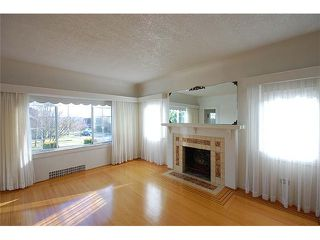 Photo 3: 1737 LONDON Street in New Westminster: West End NW House for sale : MLS®# V999010