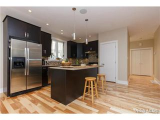 Photo 5: 652 Granrose Terrace in VICTORIA: Co Latoria Single Family Detached for sale (Colwood)  : MLS®# 347160