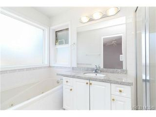 Photo 12: 1283 Santa Rosa Ave in VICTORIA: SW Strawberry Vale House for sale (Saanich West)  : MLS®# 705878