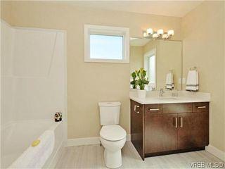 Photo 11: 8 1060 Tillicum Rd in VICTORIA: Es Kinsmen Park Row/Townhouse for sale (Esquimalt)  : MLS®# 719686