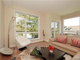 Photo 3: 8 1060 Tillicum Rd in VICTORIA: Es Kinsmen Park Row/Townhouse for sale (Esquimalt)  : MLS®# 719686