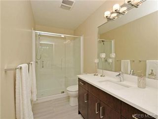 Photo 9: 8 1060 Tillicum Rd in VICTORIA: Es Kinsmen Park Row/Townhouse for sale (Esquimalt)  : MLS®# 719686