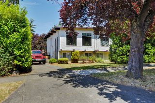 Photo 1: 417 Langford St in VICTORIA: VW Victoria West Half Duplex for sale (Victoria West)  : MLS®# 735440