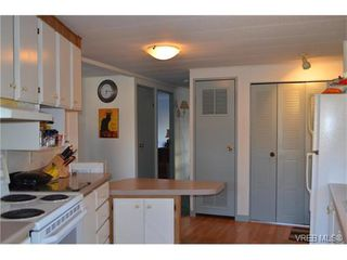 Photo 8: 4 60 Cooper Rd in VICTORIA: VR Glentana Manufactured Home for sale (View Royal)  : MLS®# 753353