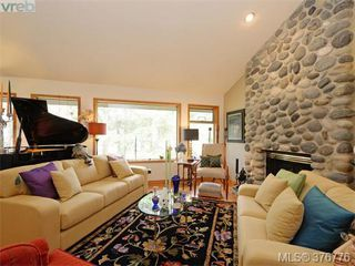 Photo 2: 980 Perez Drive in VICTORIA: SE Broadmead Single Family Detached for sale (Saanich East)  : MLS®# 376776