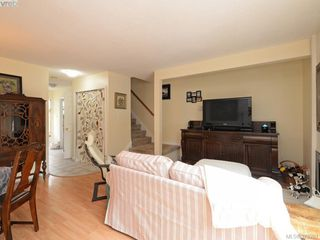 Photo 3: 301 642 Agnes St in VICTORIA: SW Glanford Row/Townhouse for sale (Saanich West)  : MLS®# 761703