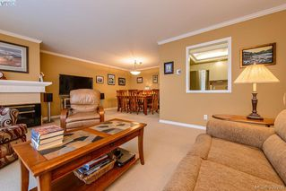 Photo 3: 205 1370 Beach Dr in VICTORIA: OB South Oak Bay Condo Apartment for sale (Oak Bay)  : MLS®# 675292