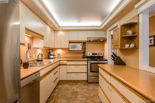 Photo 8: 205 1370 Beach Dr in VICTORIA: OB South Oak Bay Condo Apartment for sale (Oak Bay)  : MLS®# 675292