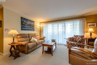 Photo 4: 205 1370 Beach Dr in VICTORIA: OB South Oak Bay Condo Apartment for sale (Oak Bay)  : MLS®# 675292
