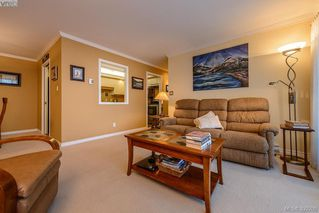 Photo 7: 205 1370 Beach Dr in VICTORIA: OB South Oak Bay Condo Apartment for sale (Oak Bay)  : MLS®# 675292