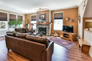 "Photo 3: 39 15037 58 Avenue in Surrey: Sullivan Station Townhouse for sale in ""WOODBRIDGE"" : MLS®# R2244120"