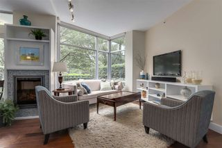 Photo 1: TH107 1288 MARINASIDE Crescent in Vancouver: Yaletown Townhouse for sale (Vancouver West)  : MLS®# R2276304