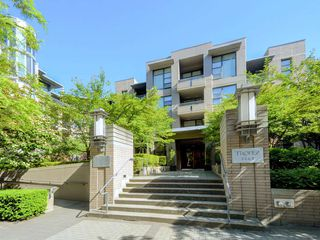"Main Photo: 103 2263 REDBUD Lane in Vancouver: Kitsilano Condo for sale in ""TROPEZ"" (Vancouver West)  : MLS®# R2332647"