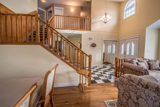 Photo 2: 3928 28 Avenue in Edmonton: Zone 29 House for sale : MLS®# E4154295
