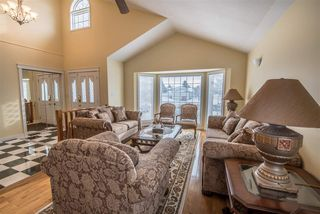 Photo 3: 3928 28 Avenue in Edmonton: Zone 29 House for sale : MLS®# E4154295