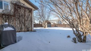 Photo 38: 122 Stacey Crescent in Saskatoon: Dundonald Residential for sale : MLS®# SK803368