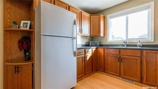Photo 4: 122 Stacey Crescent in Saskatoon: Dundonald Residential for sale : MLS®# SK803368