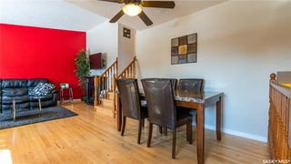 Photo 3: 122 Stacey Crescent in Saskatoon: Dundonald Residential for sale : MLS®# SK803368