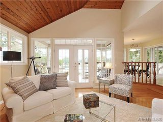 Photo 5: 948 Page Avenue in : La Glen Lake Single Family Detached for sale (Langford)  : MLS®# 320355