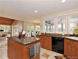 Photo 10: 948 Page Avenue in : La Glen Lake Single Family Detached for sale (Langford)  : MLS®# 320355