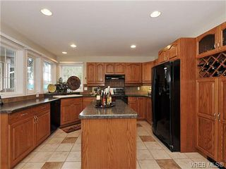 Photo 8: 948 Page Avenue in : La Glen Lake Single Family Detached for sale (Langford)  : MLS®# 320355