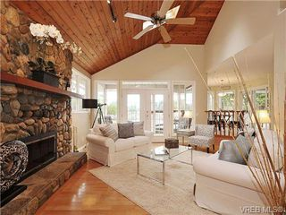 Photo 4: 948 Page Avenue in : La Glen Lake Single Family Detached for sale (Langford)  : MLS®# 320355