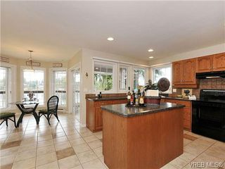 Photo 9: 948 Page Avenue in : La Glen Lake Single Family Detached for sale (Langford)  : MLS®# 320355