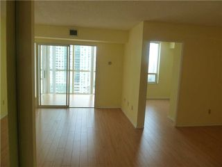 Photo 1: 1611 285 Enfield Place in Mississauga: City Centre Condo for lease : MLS®# W3253344