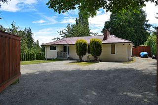 Photo 1: 1063 ROSAMUND Road in Gibsons: Gibsons & Area House for sale (Sunshine Coast)  : MLS®# R2089959