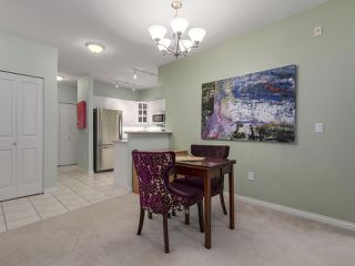 "Photo 5: 301 2755 MAPLE Street in Vancouver: Kitsilano Condo for sale in ""THE DAVENPORT"" (Vancouver West)  : MLS®# R2122011"